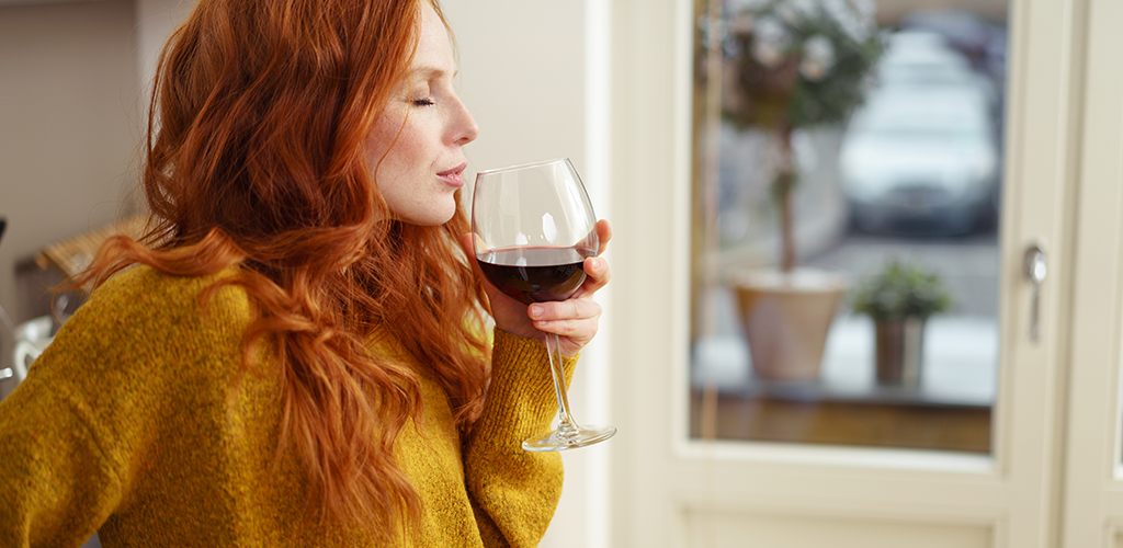 Woman drinking red wine-1024x500px