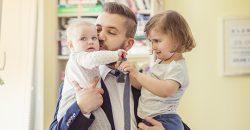 Fathers working full-time enjoy 21% 'wage bonus' image