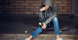 Children with absent parents more likely to start smoking and drinking early, study finds image
